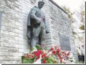 Скандал вокруг памятника Солдату-освободителю в Таллине в самом разгаре