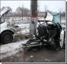 В ДТП от удара машину разорвало на две части. Фото