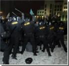 Возле посольства Украины в Минске задержали 12 человек, которые пришли зажечь свечи