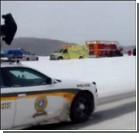 В заснеженной Канаде десятки ДТП: на одном из шоссе столкнулись 47 машин. Видео