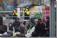 Шведские полицейские убежали от толпы мигрантов