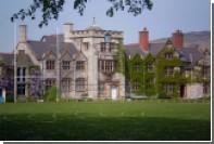 Директор престижной школы в Уэльсе запретил ученикам заводить отношения