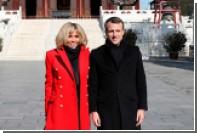 Жена президента Франции оделась в цвета китайского флага