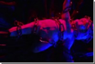 Украинский рэпер выгулял обнаженную женщину на цепи