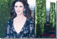 Платье Кэтрин Зета-Джонс сравнили с купальным халатом