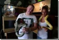 Любитель змей подарил восьмимесячной дочке скромного питона