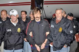 Торговец оружием Бут не дождался тюремного врача и сбил температуру йогой