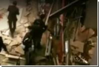 Обрушение балкона с десятками людей в Джакарте попало на видео