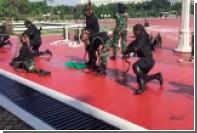 Шефу Пентагона пришлось смотреть на пьющих змеиную кровь военных