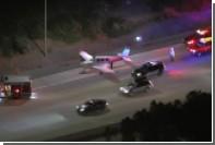 Самолет аварийно сел на оживленную трассу в США