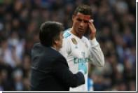Роналду испугался за разбитое в кровь лицо и схватился за зеркало