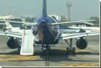 Пассажир авиалайнера открыл дверь аварийного выхода прямо перед взлетом