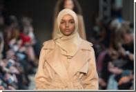 Max Mara одел в фирменное пальто модель в хиджабе