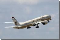 На борту летевшего из Москвы в Абу-Даби лайнера нейтрализовали дебошира