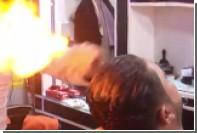 Палестинский парикмахер уложил волосы клиентов огнем
