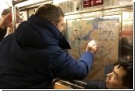 Жители Нью-Йорка стерли расистские надписи в вагоне метро