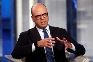 Глава МИД Италии обсудит с Тиллерсоном позицию США по антироссийским санкциям