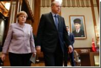 Меркель призвала Эрдогана к соблюдению демократических норм