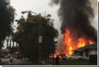 В Калифорнии самолет упал на жилые дома