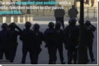 Появилось видео с места нападения вооруженного мужчины на патруль у Лувра