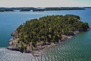 Вблизи Финляндии появится первый остров для феминисток