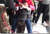 Маленький мальчик застрял головой в горшке