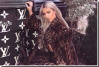 Кардашьян сфотографировалась на модной помойке в одних колготках