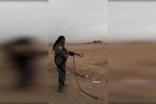 Курдов застали за расстрелом гражданского в Сирии