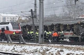 Два пассажирских поезда странно столкнулись в Австрии
