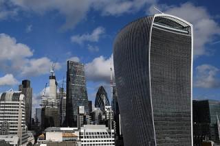 Сотни тысяч британцев проснулись миллионерами