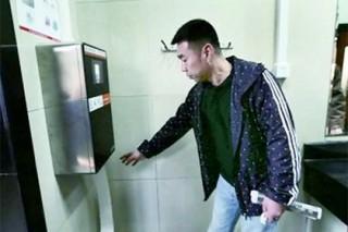 В Китае остановят воровство туалетной бумаги