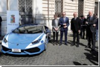 Lamborghini подарила полицейским суперкар