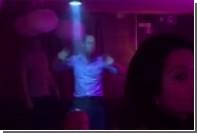 Принц Уильям станцевал «по-стариковски» в ночном клубе в Швейцарии
