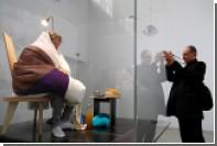 Французский художник начал высиживать куриные яйца