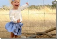 Двухлетняя австралийка случайно сфотографировалась с ядовитой змеей