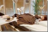 В Японии открыли кафе с кроватями для посетителей