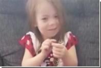 Игру трехлетней американки с королевскими питонами сняли на видео