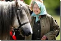 Британская королева оседлала пони за месяц до 91-го дня рождения