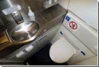 Стюардесса рассказала об идеальном времени для похода в туалет в самолете
