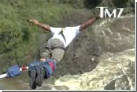 Уилл Смит прыгнул со 100-метрового водопада в Африке на тарзанке