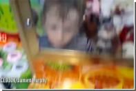 Огорченный поражениями ирландец застрял в автомате с игрушками