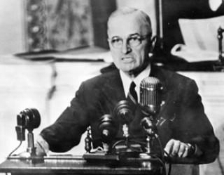 Семь десятилетий американского гегемонизма подошли к концу