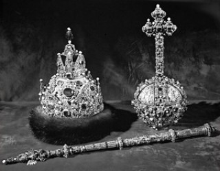 Действия сторонников монархии только усиливают отвращение к ней