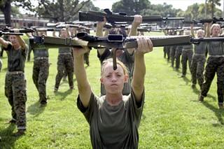 Американские морпехи выложили в сеть фото обнаженных коллег