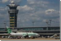 В парижском аэропорту неизвестный напал на военных