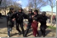 Полиция в Париже жестко разогнала митинг против полицейского насилия