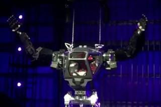 Главный конкурент Маска испытал огромного человекоподобного робота