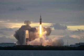 США запустили ракету Delta IV девятым военным спутником связи