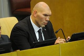 Валуев пообещал разобраться с забивавшими себе хоккеистами