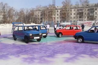 В Екатеринбурге сыграли в керлинг автомобилями «Ока»